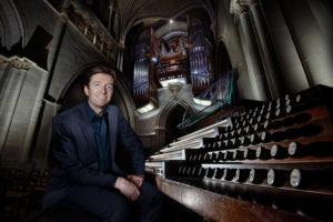 """Jean-Christophe Geiser, organiste de la cathédrale de Lausanne. La mention """"Photo : Philippe Krauer"""" doit obligatoirement accompagner toute utilisation de la photographie."""